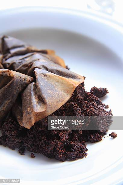 used coffee grounds for compost - ground coffee 個照片及圖片檔