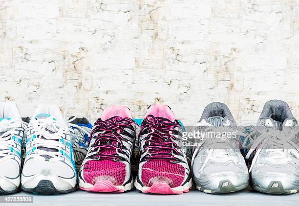 used tennis shoes ready for donation - nette schoen stockfoto's en -beelden
