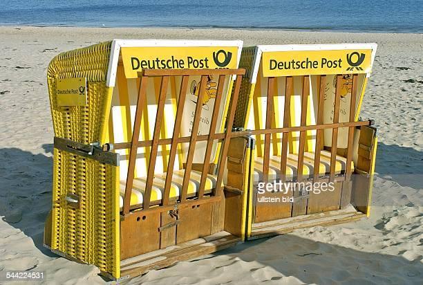 """Usedom, Zinnowitz; Zwei Strandkoerbe mit der Aufschrift """" Deutsche Post """" stehen am Strand der Ostsee"""