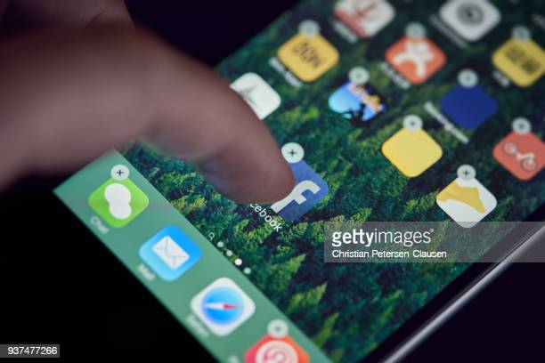 User deleting facebook on mobile device