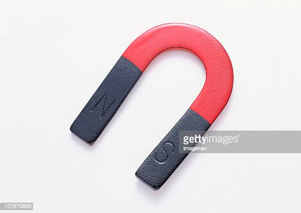 u-shaped magnet - horseshoe magnet stock pictures, royalty-free photos & images