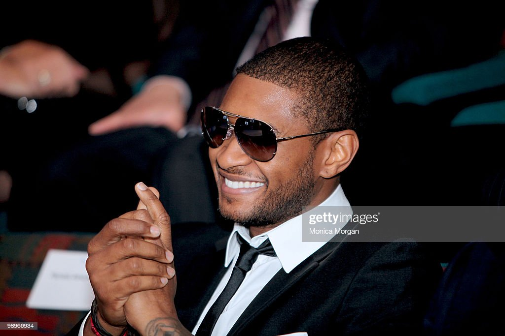 Usher attends the 12th Annual Ford Freedom Awards Scholars Lecture at the Charles H. Wright Museum of African American History on May 6, 2010 in Detroit, Michigan.