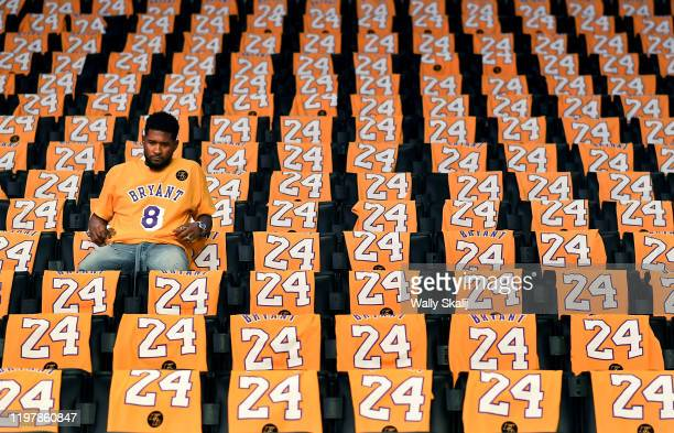 LOS ANGELES CALIFORNIA JANUARY 31 2020 Usher sits alone in the stands at the Staples Center before his performance tonight to honor Lakers great Kobe...