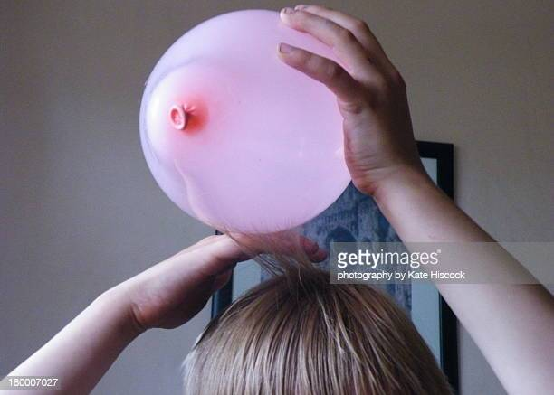 Using a ballon to learn static electricity