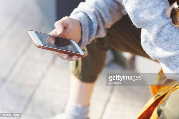 アップルの iphone 6 を使用してください。 - whatsapp ストックフォトと画像