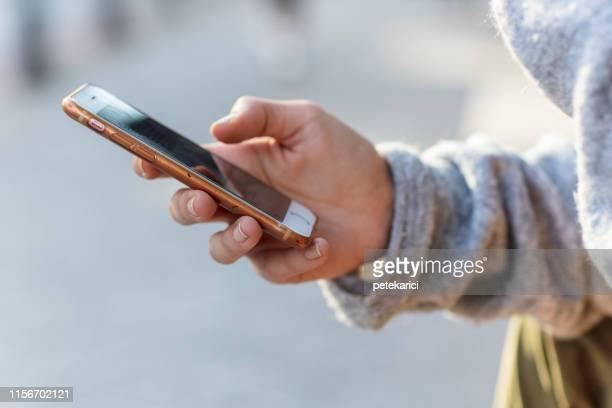 アップルのiphone 6を使用して - whatsapp ストックフォトと画像