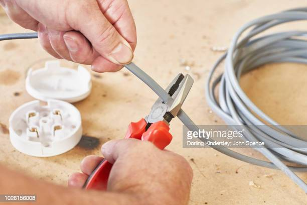 Using combi pliers - 1. Cutting wire