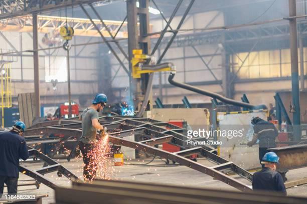 användning av elektrisk slipmaskin i metallindustrin - don smith bildbanksfoton och bilder