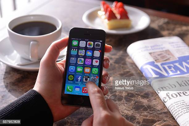 Utilisant un iPhone