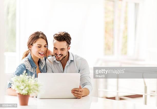 Mit laptop zu Hause fühlen.
