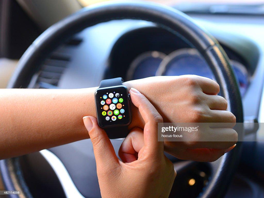 O novo negro Apple assistir esportes em car : Foto de stock
