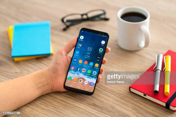 using samsung galaxy smart phone - android stock pictures, royalty-free photos & images