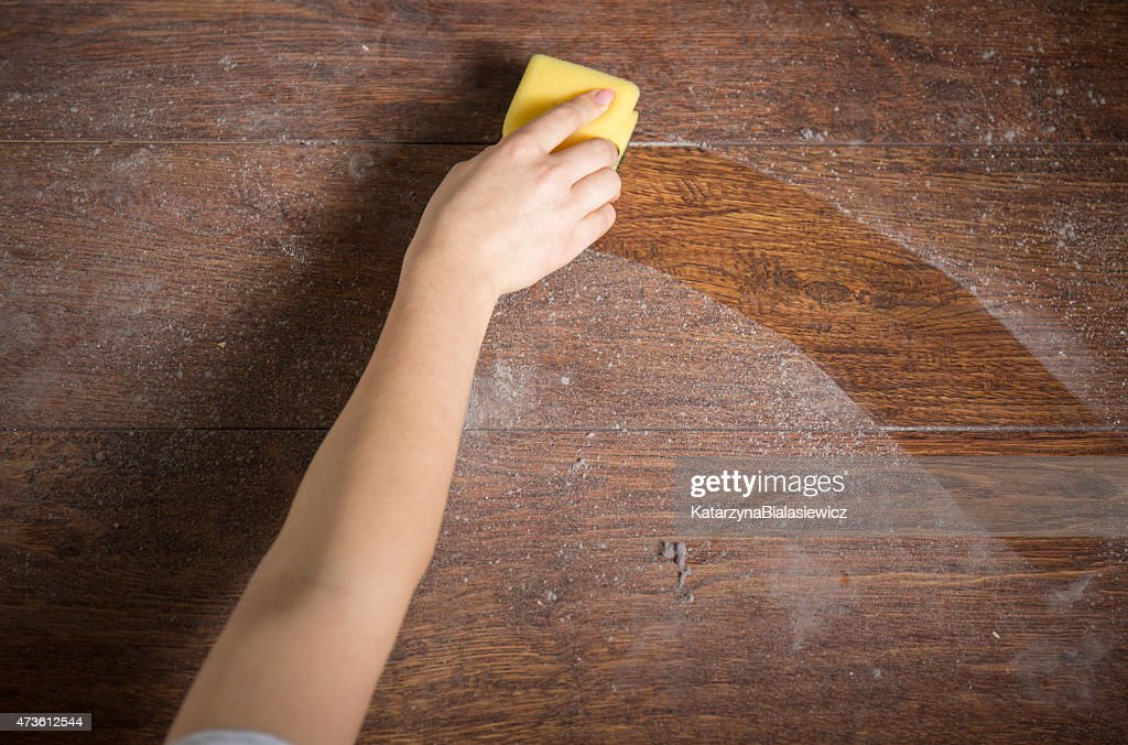Using sponge for cleaning dusty wood : Stock Photo