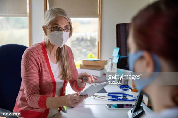 using technology to diagnose a patient - medical examination stock pictures, royalty-free photos & images