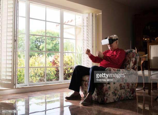 Utilisant la réalité virtuelle d'une voiture