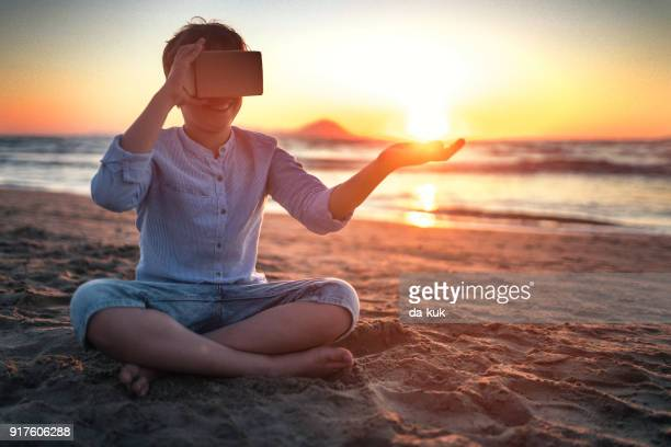 Utilisez le casque VR à l'extérieur au coucher du soleil