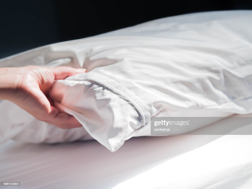 Using zippered dust mites pillow covers is the easiest and fastest way to protect your allergy. : Stock Photo