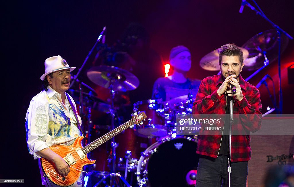 MEXICO-COLOMBIA-MUSIC-SANTANA-JUANES : News Photo