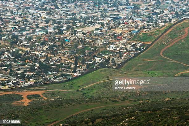 us-mexico border fence - 国境 ストックフォトと画像