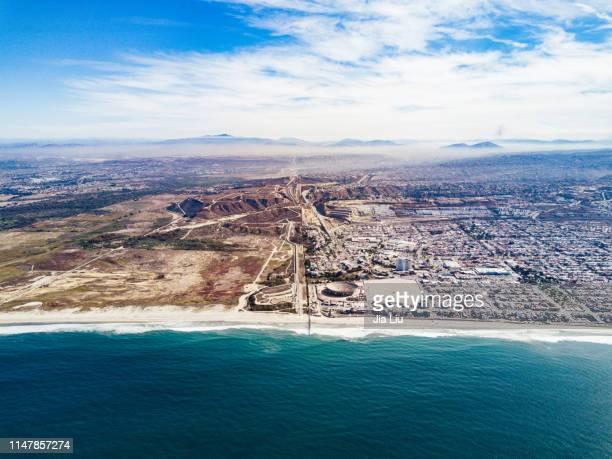 us-mexico border - ティフアナ ストックフォトと画像