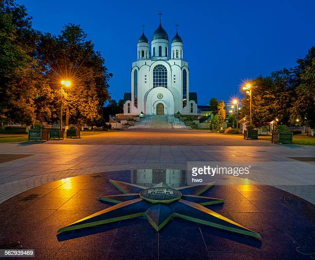 ussian orthodox cathedral of christ the saviour, in front star with geographic directions and relief of kaliningrad 750, victory square, zentralrajon, kaliningrad, kaliningrad oblast, russia - kaliningrad stock pictures, royalty-free photos & images