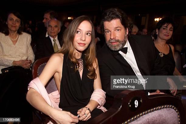 "Ustinovs Sohn Igor + Seine Tochter Andrea Bei Der ""Sir Peter Ustinov Geburtstags Gala"" 060401"