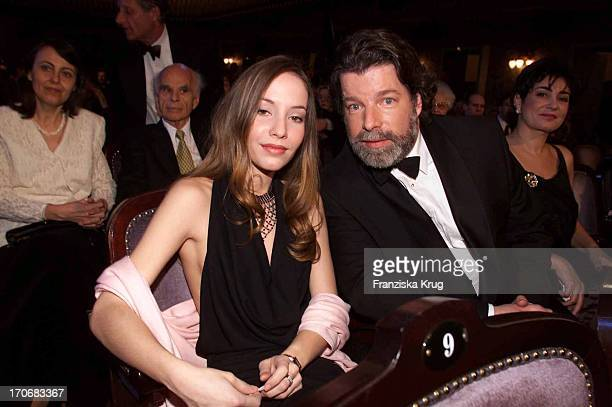 "Ustinovs Sohn Igor + Tochter Andrea + Ehefrau Tamara Bei ""Sir Peter Ustinov Geburtstags Gala"" 060401"