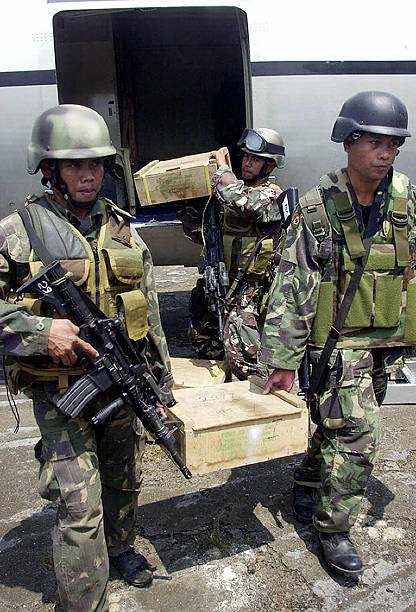 ustrained-philippine-troops-from-the-arm