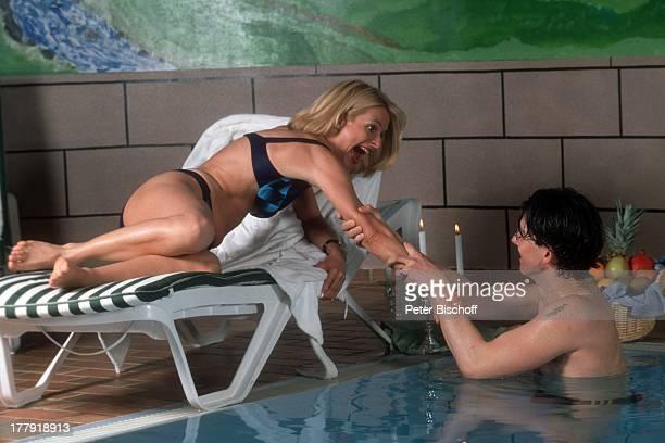 Uta Bresan Lebensgefährte Karsten Freund Liebesurlaub im Allgäu Oberstdorf Bayern Deutschland Europa Swimmingpool Pool Badeanzug Liege ins Wasser...
