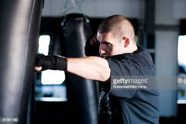 USA Utah, American Fork, Boxer punching boxing bag