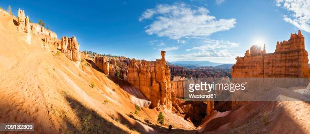 usa, utah, bryce canyon national park, thors hammer at navajo loop trail and other hoodoos in amphitheater - bryce canyon - fotografias e filmes do acervo