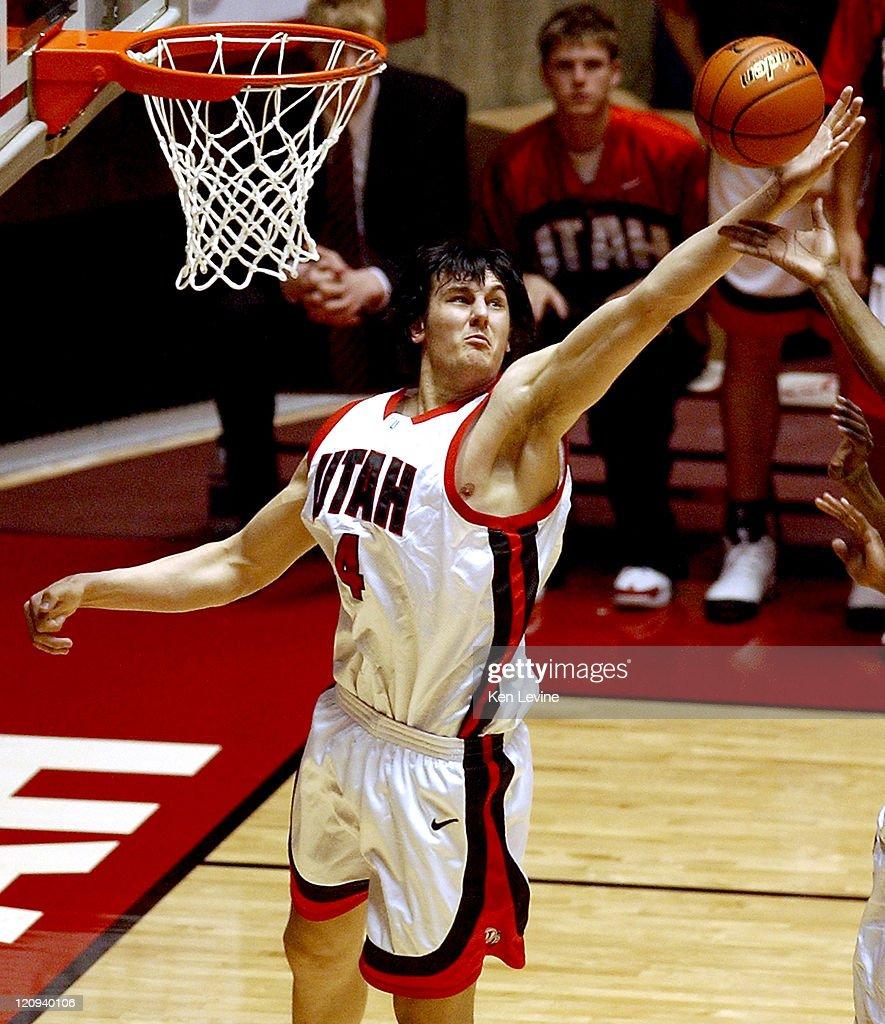 NCAA Men's Basketball - San Diego State vs Utah - March 5, 2005 : News Photo