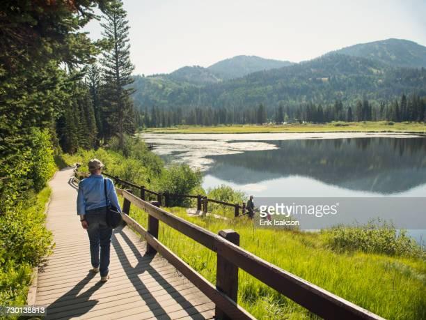 USA, Utah, Lake City, Grandparents with grandchildren (4-5) spending time by lake