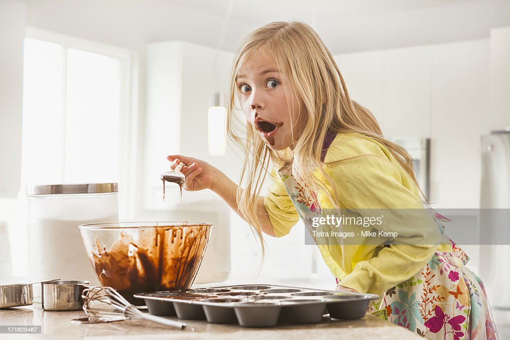 USA, Utah, Lehi, Girl (6-7) baking cupcakes : Stock Photo
