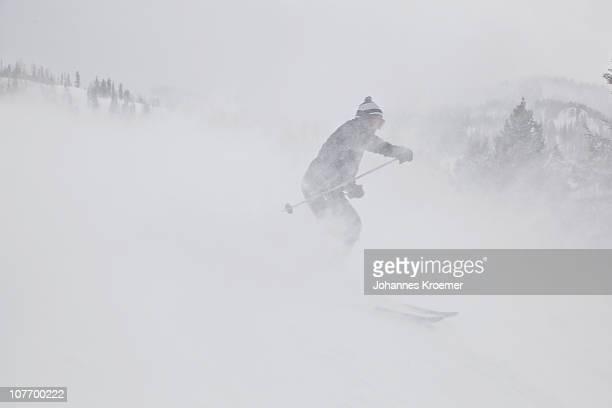 USA, Utah, Man skiing in fog