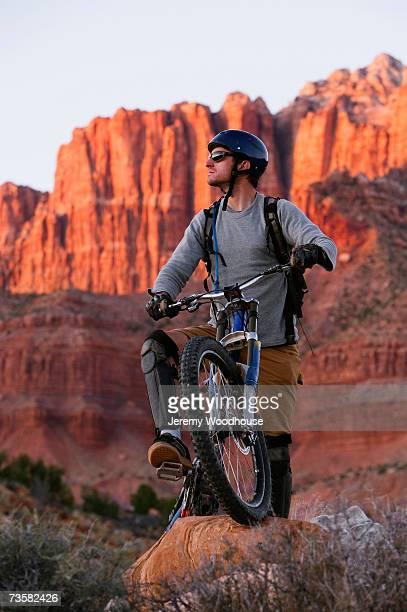 USA, Utah, mountain biker in redrock