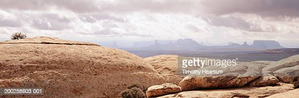 usa, utah, muley point, monument valley in background - timothy hearsum bildbanksfoton och bilder
