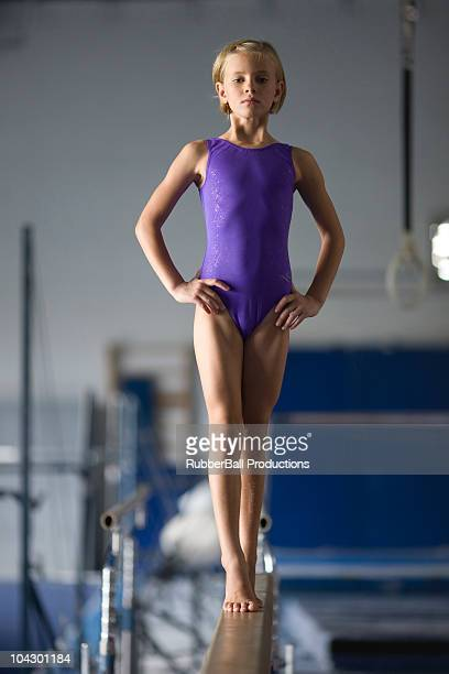 usa, utah, orem, girl gymnast (8-9) on balance beam - gympak stockfoto's en -beelden