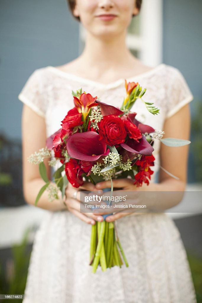 USA, Utah, Provo, Mid section of bride with bouquet in focus : Stock Photo