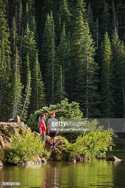 USA, Utah, Salt Lake City, Father with sons (10-11, 12-13) by lake