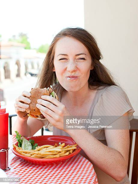 USA, Utah, Salt Lake, Portrait of young woman having burger