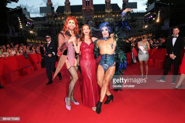 Ute Lemper and guests during the Life Ball 2017 at City Hall on June 10 2017 in Vienna Austria
