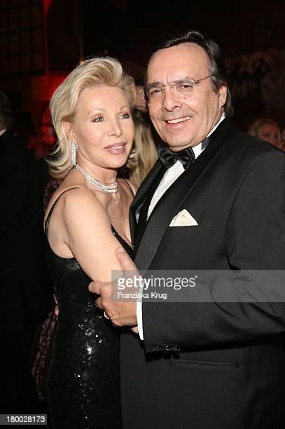 Ute Ohoven Mit Ihrem Ehemann Mario Bei '25 Jahre Deutscher Opernball' Am 240207 In Frankfurt