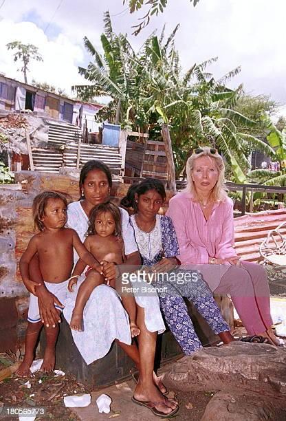 UteHenriette Ohoven EinheimischeFamilie Urlaub Afrika Mauritius PortLouis Slums BlechhüttenBrille