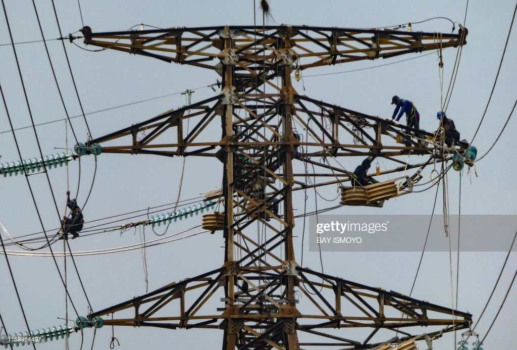 TOPSHOT-INDONESIA-ECONOMY-ELECTRIC : News Photo