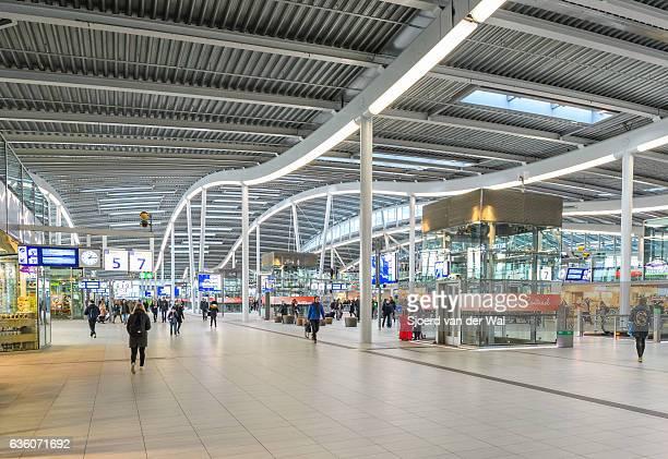 """estación central de tren de utrecht de nuevo diseño en los países bajos - """"sjoerd van der wal"""" fotografías e imágenes de stock"""