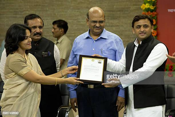 Uttar Pradesh's Chief minister Mr Akhilesh Yadav presents a citations to a lady IAS Officer for his contribution in building Agra Lucknow express way...