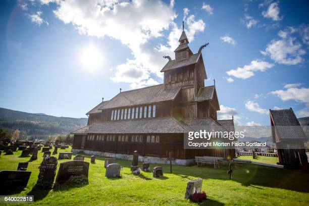 uvdal stave church - verwaltungsbezirk buskerud stock-fotos und bilder