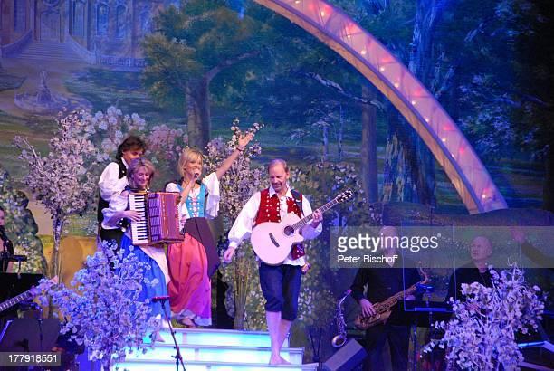 Uwe Erhardt Bianca App Carla Scheithe Michael Kastel u re Musiker vom SamstagabendshowTVOrchester Tournee Das Frühlingsfest der Volksmusik...