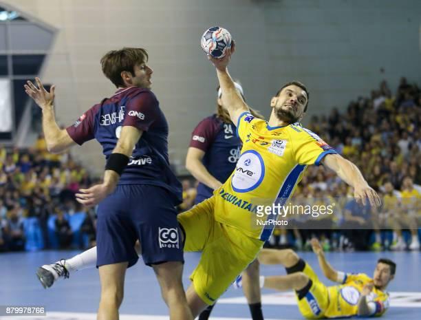 Uwe Gensheimer Michal Jurecki during EHF Handball Champions League Group B match between KS Vive Tauron Kielce and Paris SaintGermain Handball at...